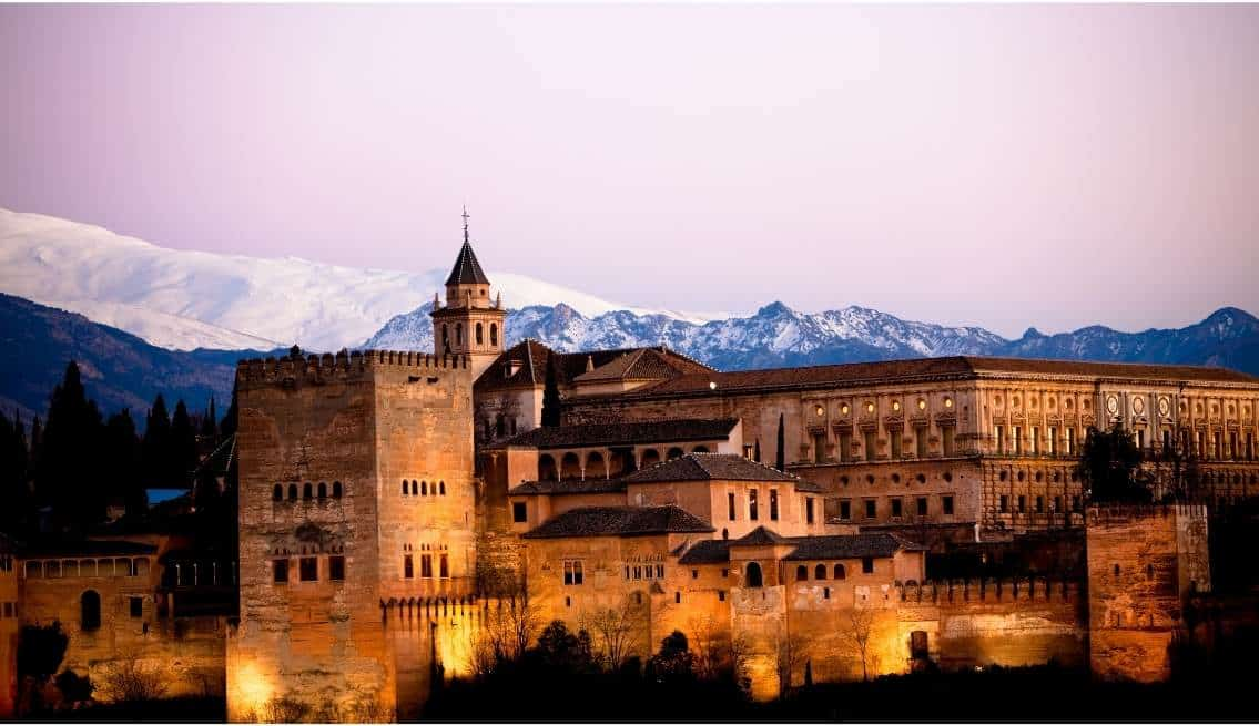En Este Momento Estás Viendo La Alhambra De Granada. La Joya Del Reino Nazarí.