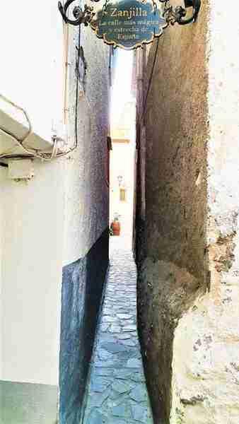 La Calle Más Pequeña De España