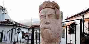 Escultura Parauta Omar Bef Hafsun