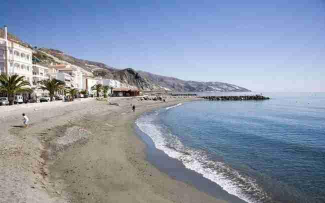 Playa De La Mamola